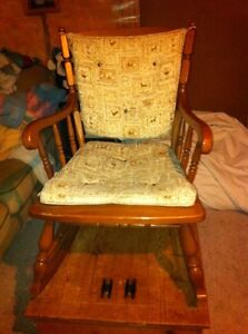 Solid wood rocking chair London Ontario image 3