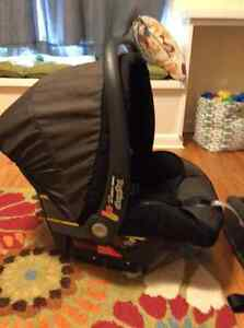 Peg Perego Infant Car Seat Kingston Kingston Area image 2