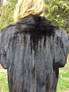 Mink coat, black, female, like new West Island Greater Montréal image 4