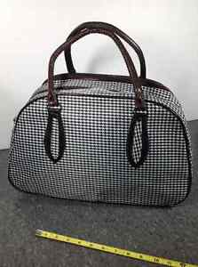 Houndstooth design travel bag with feet Cambridge Kitchener Area image 3
