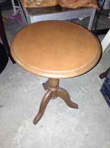 Perfect condition solid wood round table for sale