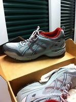 Women's 9.5 Asics Running Shoes