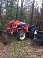 4X4 Universal 640 DTC loader/tractor