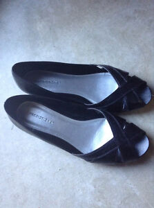 Black leather shoes size 10 (41)