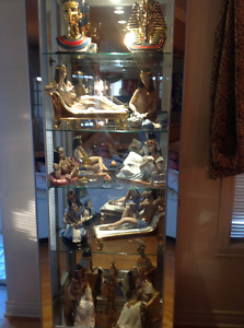 Curio high end with Collection of Nadal figurines gold 24 carats
