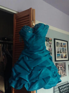 Prom dress to sell/Robe de bal à vendre