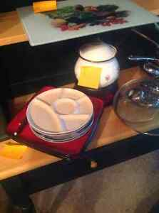 Fondue set including plates