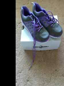 Brand new size 9 womens athlete shoes $12