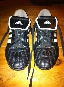 Soccer shoes. Adidas size 5.5 London Ontario image 1