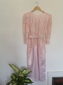 Vintage evening gown prom dress in pink lace