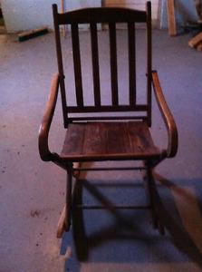 Chaise berçante antique