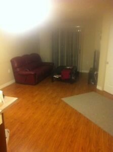 SUBLET LUXURY APARTMENT 1 bed + den REVO DOWNTOWN