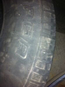 Ford escape alloy rims with 2 snow tires London Ontario image 7