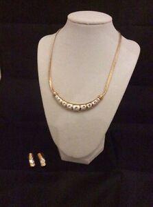 Necklace earrings