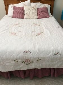 Queen bedding, quilt and curtains