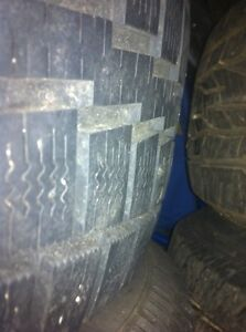 Ford escape alloy rims with 2 snow tires London Ontario image 4