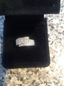 Beautiful 18KT diamond ring with BLING