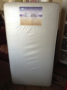SEALY BABY SOFT CRIB AND TODDLER BED MATTRESS.....LIKE NEW! (RET