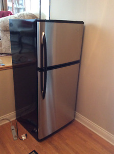 Maytag 18-cu ft Stainless Steel Fridge / Refrigerator