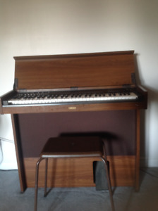 Organ - Yamaha CNR-80 Electric Organ