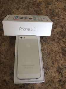 Apple iphone 5S 16 gb in mint condition