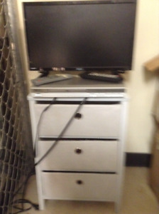 SMALL FLAT SCREEN TV, KOSS DVD PLAYER AND STAND + TUB OF MOVIES.