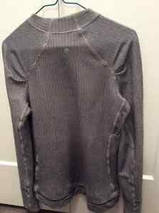 LULULEMON TOP WITH POCKET ON LEFT FRONT-Great for cell phone Edmonton Edmonton Area image 3