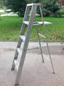5 ft high folding ladder with top tray