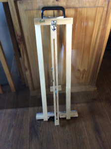 Lot de 7 chevalets en bois / 7 Wooden easels diff. sizes