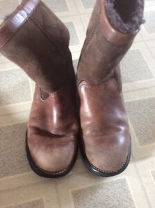 UGG Australia good used boots size 7 asking $50