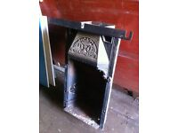 Cast Iron fireplace / with flue