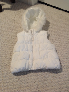 Girls Brand New Vest with hood size 5/6 from Gymboree