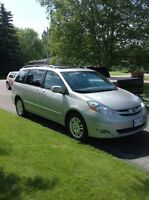 Toyota Sienna XLE, loaded, rear DVD, Nav