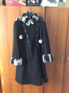 Manteau noir en cashmere avec véritable  fourrure de chinchilla