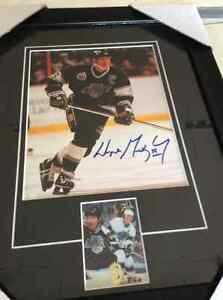 Signed & framed Wayne Gretzky picture with coa
