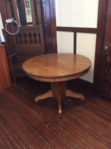 ANTIQUE ROUND OAK TABLE PEDESTAL BASE. NICE SOLID TABLE for sale  Prince Albert