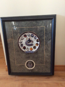 Vancouver Canucks - framed plate and puck