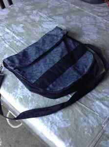 3 hand bags