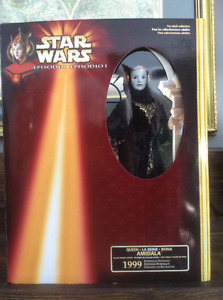 """Star Wars """"Queen Amidala"""" with black travel gown  Brand New"""