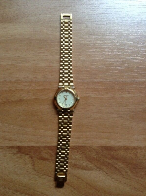5936aac0096 THIS IS THE VINTAGE GOLD PLATED GUCCI 9200L watch
