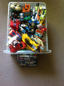 Large Bin of Assorted Lego with lot's of Mini Figure's Asking$40