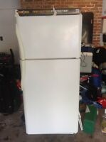 Frigidaire refrigerator with top freezer