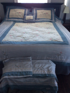 QUEEN SIZE BED SET COMFORTER &SKIRT, 2 PILLOW SHAMS CURTAINS