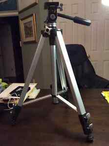 "​ Tripod B1000 Blacks - Fully extended: 64"" - Folded Height: 22"""