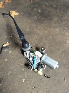 Wiper motor and arm