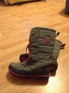Canadiana Size 8 boots