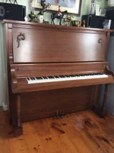 Willis & Co Piano