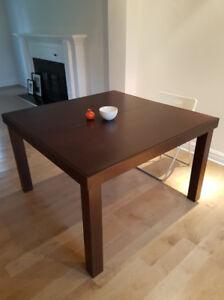 TABLE de CUISINE avec extension- 450$ (valeur $1600) fait en QC