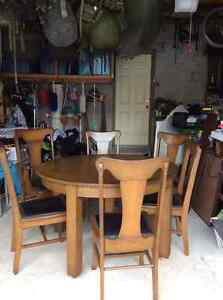 Beautiful Solid Wood Dining Set With 6 chairs & 2 Leaves