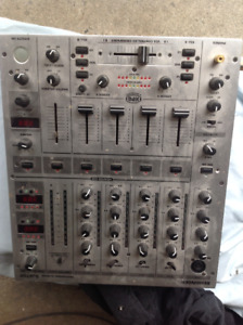 Behringer djx700 mixer and turntable
